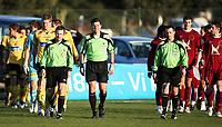 Fotball<br /> Treningskamp<br /> 17.02.09<br /> La Manga - Spania<br /> Lillestrøm LSK - Rubin Kazan<br /> Dommer Terje Hauge entrer banen foran lagene<br /> Foto - Kasper Wikestad