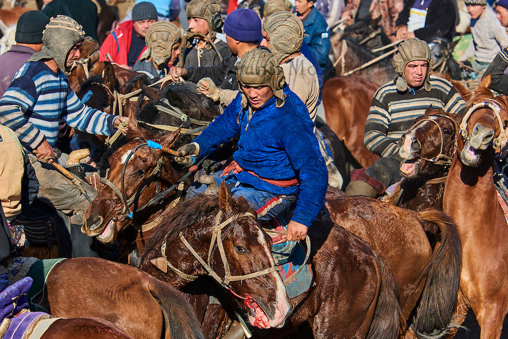 Ouzbekistan, Region de Kachkadaria, Bouzkachi ou Buzkashi, les cavaliers se disputent le cadavre d'un mouton // Uzbekistan, Kachka Daria province, Buzkashi, horsemen fighting for a sheep body