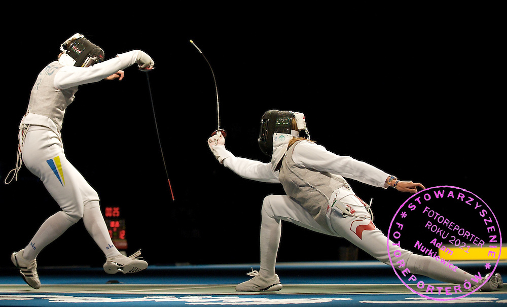 (L) OLGA LELEIKO (UKRAINE) & (R) MAGDALENA MROCZKIEWICZ (POLAND)  DURING WOMEN'S INDIVIDUAL FOIL COMPETITION DURING THE BEIJING 2008 SUMMMER OLYMPIC GAMES IN BEIJING, CHINA.. .CHINA , BEIJING , AUGUST 11, 2008..( PHOTO BY ADAM NURKIEWICZ / MEDIASPORT )..PICTURE ALSO AVAIBLE IN RAW OR TIFF FORMAT ON SPECIAL REQUEST.