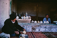Chine, Province du Sinkiang (Xinjiang), Kashgar (Kashi), Bazar de la vieille ville, Population Ouigour, chaikhan, maison de thé// China, Sinkiang Province (Xinjiang), Kashgar (Kashi), Old city bazar, Ouigour population, tchaikhana, tea house