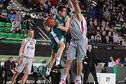 DESCRIZIONE : Treviso Lega A 2011-12 Eurocup Last 16 Benetton Treviso Lietuvos Rytas<br /> GIOCATORE : andrea de nicolao<br /> CATEGORIA :  passaggio<br /> SQUADRA : Benetton Treviso Lietuvos Rytas<br /> EVENTO : Campionato Lega A 2011-2012 <br /> GARA : Benetton Treviso Lietuvos Rytas<br /> DATA : 28/02/2012<br /> SPORT : Pallacanestro <br /> AUTORE : Agenzia Ciamillo-Castoria/M.Gregolin<br /> Galleria : Lega Basket A 2010-2011 <br /> Fotonotizia : Treviso Lega A 2011-12 Eurocup Last 16 Benetton Treviso Lietuvos Rytas<br /> Predefinita :