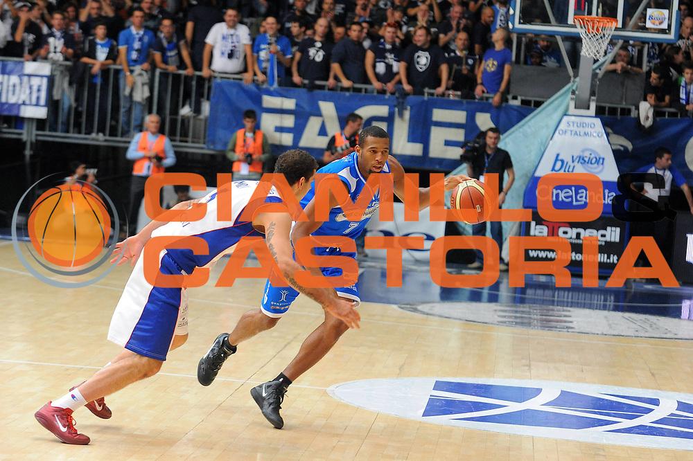 DESCRIZIONE : Cantu Lega A 2011-12 Bennet Cantu Banco di Sardegna Sassari<br /> GIOCATORE : Quinton Hosley<br /> CATEGORIA : Palleggio<br /> SQUADRA : Banco di Sardegna Sassari<br /> EVENTO : Campionato Lega A 2011-2012<br /> GARA : Bennet Cantu Banco di Sardegna Sassari<br /> DATA : 16/10/2011<br /> SPORT : Pallacanestro<br /> AUTORE : Agenzia Ciamillo-Castoria/A.Dealberto<br /> Galleria : Lega Basket A 2011-2012<br /> Fotonotizia : Cantu Lega A 2011-12 Bennet Cantu Banco di Sardegna Sassari<br /> Predefinita :