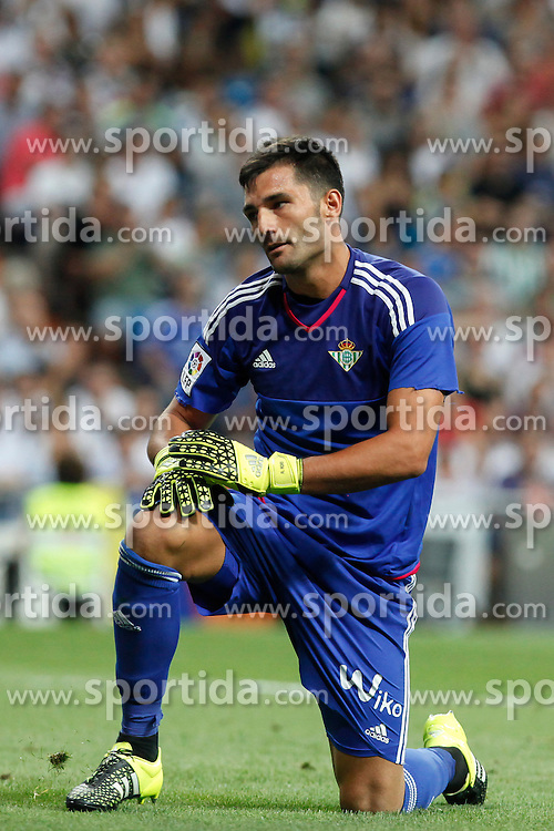 29.08.2015, Estadio Santiago Bernabeu, Madrid, ESP, Primera Division, Real Madrid vs Real Betis, 2. Runde, im Bild Real Betis&acute;s goalkeeper Adan // during the Spanish Primera Division 2nd round match between Real Madrid and Real Betis at the Estadio Santiago Bernabeu in Madrid, Spain on 2015/08/29. EXPA Pictures &copy; 2015, PhotoCredit: EXPA/ Alterphotos/ Victor Blanco<br /> <br /> *****ATTENTION - OUT of ESP, SUI*****