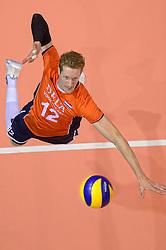 20150620 NED: World League Nederland - Portugal, Groningen<br /> De Nederlandse volleyballers hebben in de World League het vierde duel met Portugal verloren. Na twee uitzeges en de 3-0 winst van vrijdag boog de ploeg van bondscoach Gido Vermeulen zaterdag in Groningen met 3-2 voor de Portugezen: (25-15, 21-25, 23-25, 25-21, 11-15) / Kay van Dijk #12