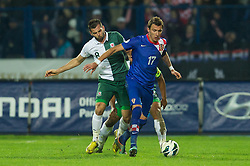 OSIJEK, CROATIA - Tuesday, October 16, 2012: Wales' Joe Ledley in action against Croatia's Mario Mandzukic during the Brazil 2014 FIFA World Cup Qualifying Group A match at the Stadion Gradski Vrt. (Pic by David Rawcliffe/Propaganda)