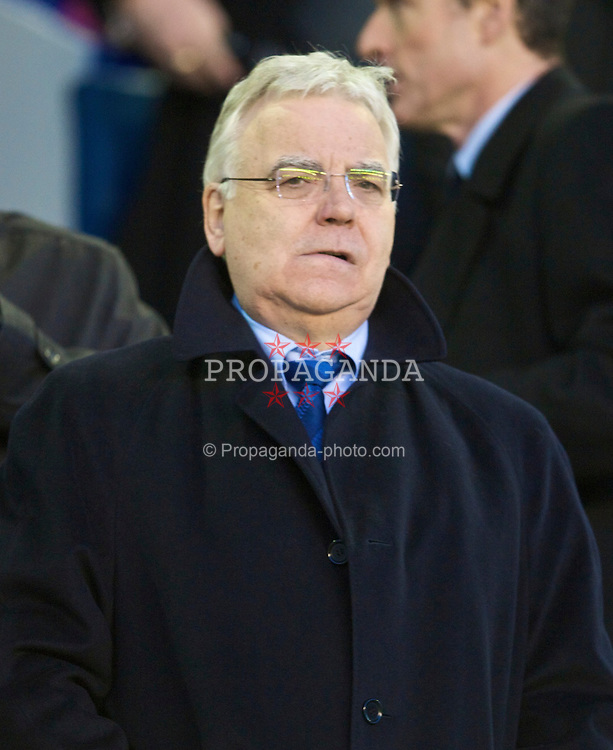 LIVERPOOL, ENGLAND - Sunday, December 6, 2009: Everton's chairman and owner Bill Kenwright during the Premiership match at Goodison Park. (Photo by David Rawcliffe/Propaganda)