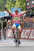 Foto LaPresse - Belen Sivori<br /> 31/05/2015 Milano (Italia)<br /> Sport Ciclismo<br /> Giro d'Italia 2015 - 98a edizione - Tappa 21 - da Torino a Milano - 178 km ( 110,6 miglia )<br /> Nella foto: in arrivo Contador Velasco Alberto -Esp- (Tinkoff Saxo) <br /> <br /> Photo LaPresse - Belen Sivori<br /> 31 May 2015  Milan (Italy)<br /> Sport Cycling<br /> Giro d'Italia 2015 - 98a edizione - Stage 21 - from Turin to Milan  - 178 km ( 110,6 miles) <br /> In the pic: Contador Velasco Alberto -Esp- (Tinkoff Saxo)