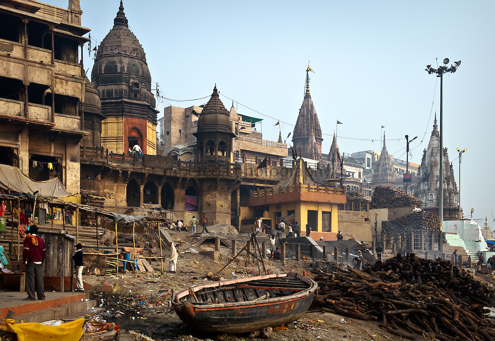 Manikarnika ghat, the most important incineration ghat of Varanasi.