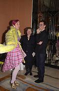 Silvia Ziranek and Rachel Whiteread. Rachel Whiteread, Haunch of Venison opening party. 28 October 2002. © Copyright Photograph by Dafydd Jones 66 Stockwell Park Rd. London SW9 0DA Tel 020 7733 0108 www.dafjones.com