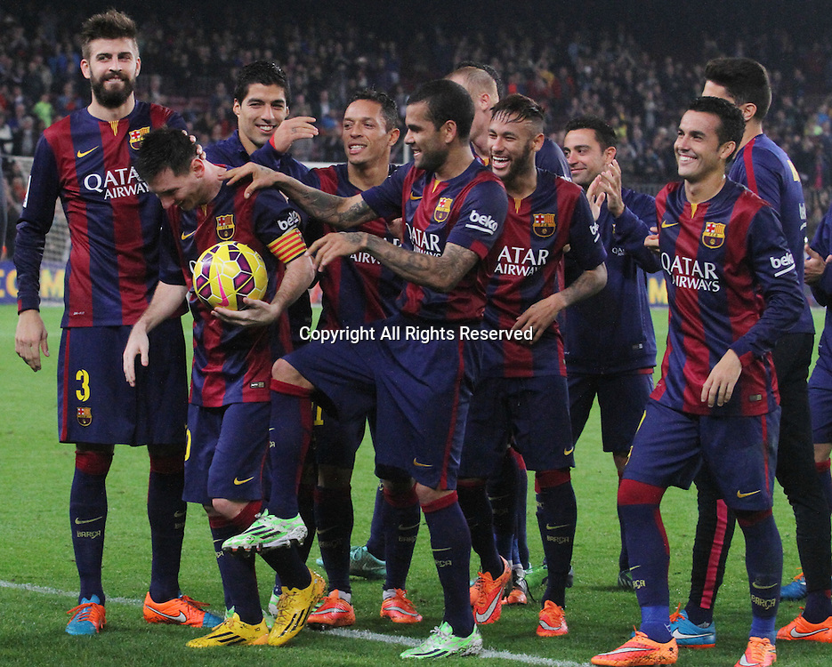 22.11.2014. Barcelona. Spain, La Liga football. Barcelona versus Sevilla. Leo Messi holds onto the game ball dafter the game at Camp Nou.  Leo Messi  became the leading scorer in la Liga and beat Zarra's goals record