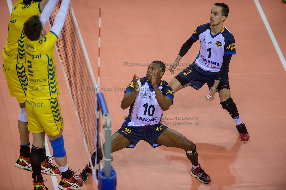 20-02-2015 NED: Landstede Volleybal - Peelpush, Almere<br /> Landstede verslaat in de halve finale Peelpush met 3-0 / Dursley Rimon #10 of Peelpush, Rogier Raemaekers