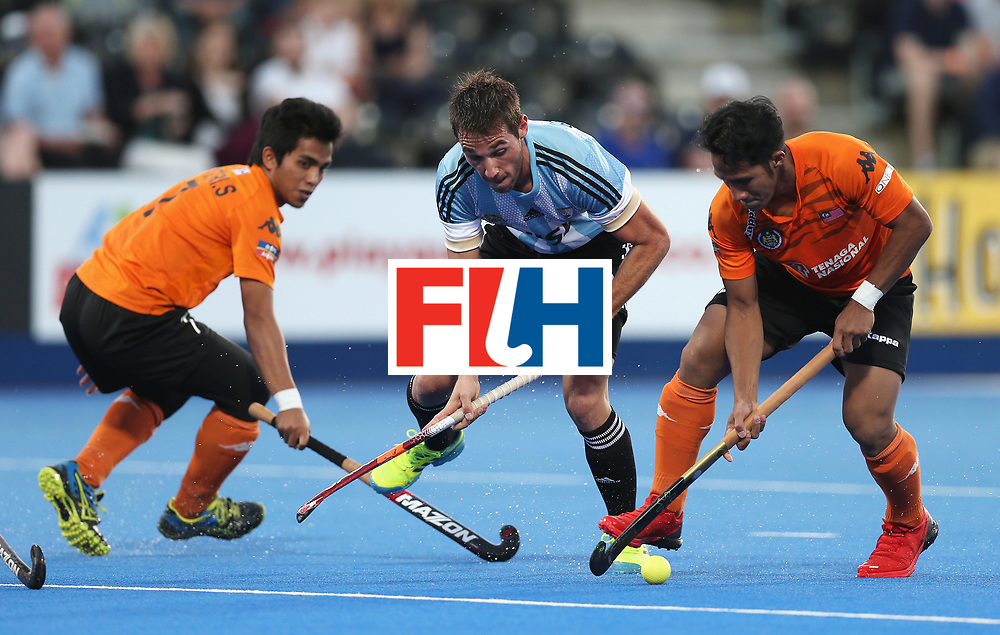 LONDON, ENGLAND - JUNE 16: Matias Paredes of Argentina is held up by the Malaysia defence during the Pool A match between Argentina and Malaysia on day two of Hero Hockey at Lee Valley Hockey and Tennis Centre on June 16, 2017 in London, England.  (Photo by Alex Morton/Getty Images)