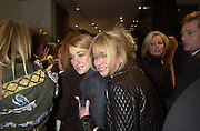 Jo Wood and daughter Liah Wood. Cartier party. 1 November 2000. © Copyright Photograph by Dafydd Jones 66 Stockwell Park Rd. London SW9 0DA Tel 020 7733 0108 www.dafjones.com
