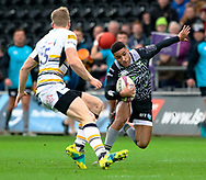 Keelan Giles of Ospreys evades the tackle of  Scott Van Breda of Worcester Warriors<br /> <br /> Photographer Simon King/Replay Images<br /> <br /> European Rugby Challenge Cup Round 5 - Ospreys v Worcester Warriors - Saturday 12th January 2019 - Liberty Stadium - Swansea<br /> <br /> World Copyright © Replay Images . All rights reserved. info@replayimages.co.uk - http://replayimages.co.uk