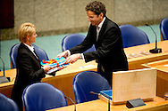 DEN HAAG - Minister van Financien Jeroen Dijselbloem pakt op Prinsjesdag op het ministerie van Financien zijn miljoenenkoffertje
