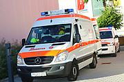 Mannheim. 12.06.17 | Freiwillige Feuerwehr übt <br /> Neckarau. Freiwillige Feuerwehr übt Rettungseinsatz in verwinkelten Gebäuden. Dazu hat das Lager Prime Selfstorage das Gebäude zur Verfügung gestellt. Übung der Freiwilligen Feierwehr <br /> <br /> <br /> BILD- ID 1074 |<br /> Bild: Markus Prosswitz 12JUN17 / masterpress (Bild ist honorarpflichtig - No Model Release!)