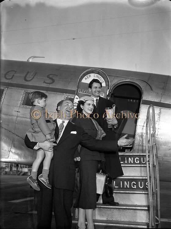 Josef Locke, Radio and Stage Star, arriving at Collinstown Airport.24/03/1955