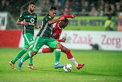 24-01-2018 NED: FC Utrecht - Feyenoord, Utrecht<br /> Utrecht speelt 1-1 gelijk tegen Feyenoord / FC Utrecht forward Gyrano Kerk #7 zet door op Feyenoord midfielder Renato Tapia #20 en scoort de 1-1