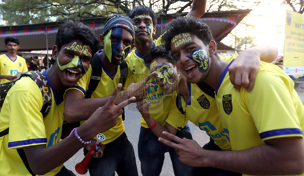 Kerala Blasters FC fans arrive before the match 49 of the Hero Indian Super League between Kerala Blasters FC and North East United FC held at the Jawaharlal Nehru Stadium, Kochi, India on the 4th December 2014.<br /> <br /> Photo by:  Sandeep Shetty/ ISL/ SPORTZPICS