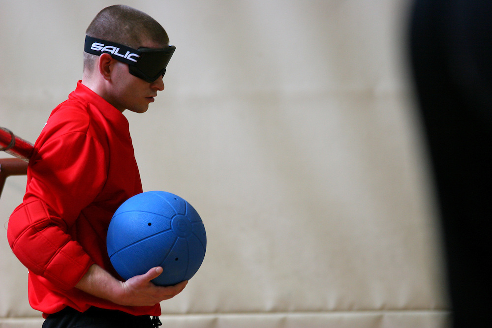 Spieler der serbischen Mannschaft beim internationalen Goalball Turnier in Zagreb. Goalball ist eine Mannschaftssportart für blinde und sehbehinderte Menschen und wurde vom Österreicher Hans Lorenzen und dem deutschen Sepp Reindle für Kriegsinvalide entwickelt und zum ersten Mal 1946 gespielt. Die Bilder entstanden auf zwei internationalen Goalball Turnieren in Budapest und Zagreb 2007.<br /> <br /> Player of the serbian team during the international Goalball tournament in Zagreb. Goalball is a team sport designed for blind and visually impaired athletes. It was devised by an Austrian, Hanz Lorenzen, and a German, Sepp Reindle, in 1946 in an effort to help in the rehabilitation of visually impaired World War II veterans. The International Blind Sports Federatgion (IBSA - www.ibsa.es), responsible for fifteen sports for the blind and partially sighted in total, is the governing body for this sport. The images were made during two Goalball tournaments in Budapest and Zahreb 2007.
