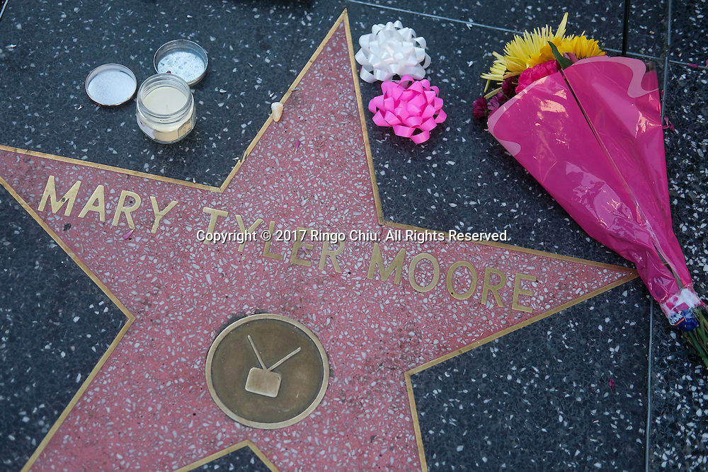 Flowers and candles are placed at the Hollywood Walk of Fame star of Mary Tyler Moore in Los Angeles, California, the United States, on Wednesday, January 25, 2017. Moore, 80, died Wednesday. The statue depicts her tossing her tam into the air as she did in the opening credits of &quot;The Mary Tyler Moore Show&quot; which featured Mary Richards working for a Minneapolis television station.(Photo by Ringo Chiu/PHOTOFORMULA.com)<br /> <br /> Usage Notes: This content is intended for editorial use only. For other uses, additional clearances may be required.