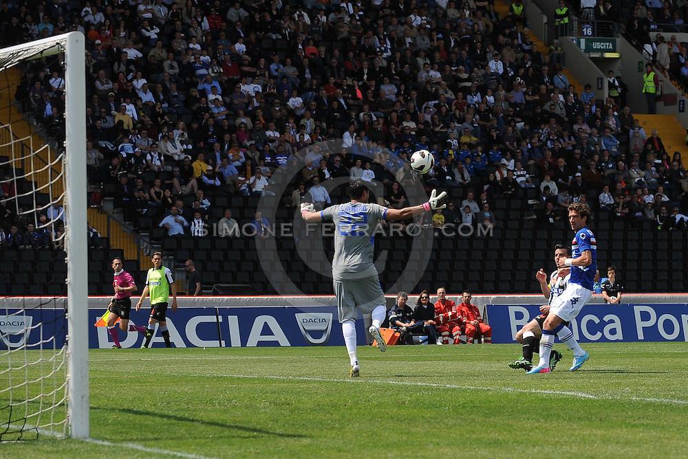Udine, 05 maggio 2013..Campionato di calcio Serie A 2012/2013.  35^ giornata. Stadio Friuli..Udinese vs Sampdoria..Nella foto: Antonio Di Natale segna il goal del 2-1..© foto di Simone Ferraro