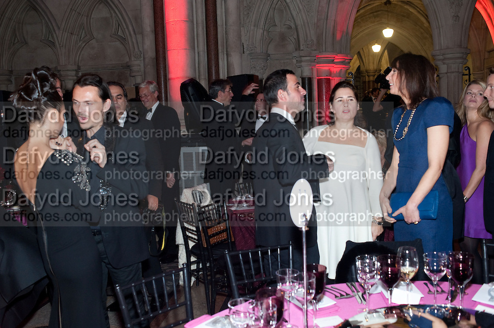VICTORIA BECKHAM; MATTHEW WILLIAMSON; ALEX SHULMAN; SAMANTHA CAMERON, British Fashion awards 2009. Supported by Swarovski. Celebrating 25 Years of British Fashion. Royal Courts of Justice. London. 9 December 2009