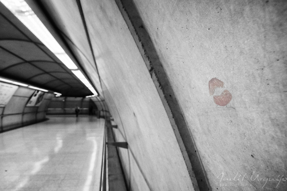 Kiss in a wall in a passage of Metro Bilbao