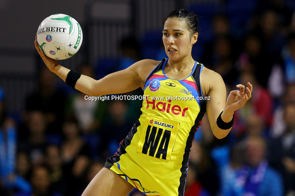 Pulse's Liana Leota in action. ANZ Netball Championship, Northern Mystics v Central Pulse, Trusts Stadium, Auckland, New Zealand. Sunday 21st April 2013. Photo: Anthony Au-Yeung / photosport.co.nz