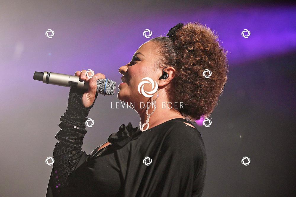 ALEM - In de grote feesttent bij het Hart van Alem is een 90's Night georganiseerd.  Met op de foto de dance formatie 2 Unlimited zangeres Anita Doth. FOTO LEVIN DEN BOER - PERSFOTO.NU