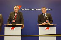 21 JAN 2003, BERLIN/GERMANY:<br /> Michael Sommer (L), Vorsitzender Deutscher Gewerkschaftsbund, DGB, und Gerhard Schroeder (R), SPD, Bundeskanzler, waehrend einer Pressekonferenz nach einem gemeinsammen Gespraechs von Kanzler und DGB, DGB-Haus<br /> IMAGE: 20030121-01-014<br /> KEYWORDS: Gerhard Schröder