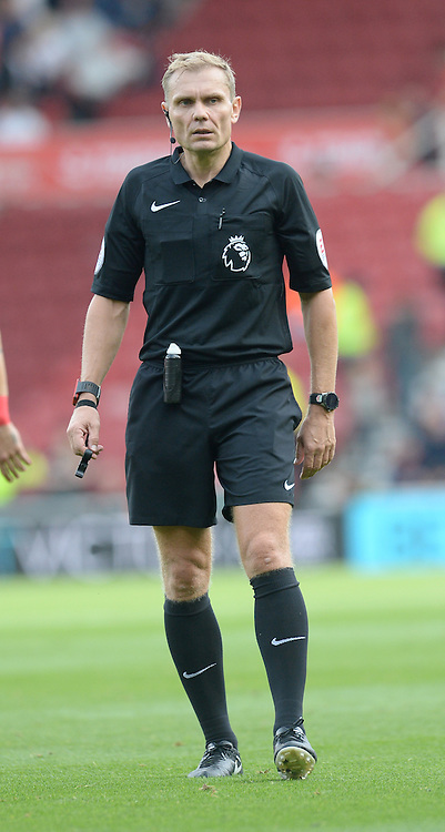 """Referee Graham Scott during the Premier League match at The Riverside Stadium, Middlesbrough. PRESS ASSOCIATION Photo. Picture date: Saturday September 24, 2016. See PA story SOCCER Middlesbrough. Photo credit should read: Anna Gowthorpe/PA Wire. RESTRICTIONS: EDITORIAL USE ONLY No use with unauthorised audio, video, data, fixture lists, club/league logos or """"live"""" services. Online in-match use limited to 75 images, no video emulation. No use in betting, games or single club/league/player publications."""