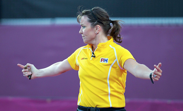 LONDON - Olympische Spelen 2012.women .semi finale.Argentina v  Great Britain.foto: Umpire C Metchette..WORLDSPORTPICS COPYRIGHT Grant Treeby