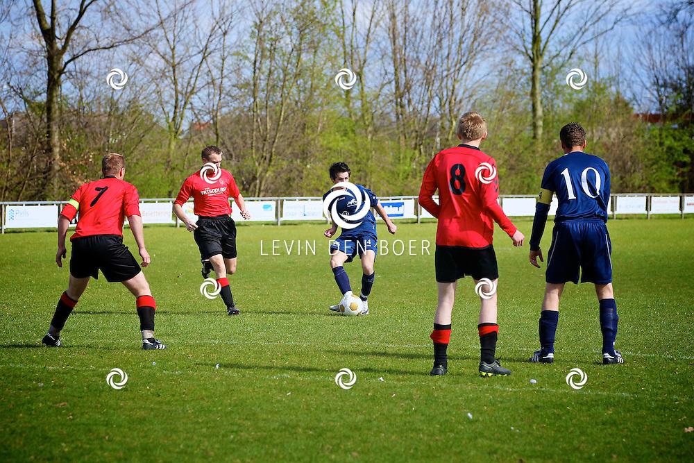 VELDDRIEL - Voetbalwedstrijd Velddriel tegen SV Reeshof thuis. FOTO LEVIN DEN BOER - PERSFOTO.NU