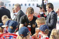 15.07.2014, Flughafen, München, GER, FIFA WM, Empfang der Weltmeister in Deutschland, Finale, im Bild Thomas Mueller #13 (Deutschland) gibt Autogramme // during Celebration of Team Germany for Champion of the FIFA Worldcup Brazil 2014 at the Flughafen in München, Germany on 2014/07/15. EXPA Pictures © 2014, PhotoCredit: EXPA/ Eibner-Pressefoto/ Christian Kolbert<br /> <br /> *****ATTENTION - OUT of GER*****