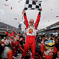 10-12 November, 2006, Autodromos Hermanos Rodriguez, Mexico City, Mexico.<br /> Sebastien Bourdais waves the checkered flag signifying his victory in Mexico City.<br /> &copy; 2006 Phillip Abbott/USA<br /> LAT Photographic