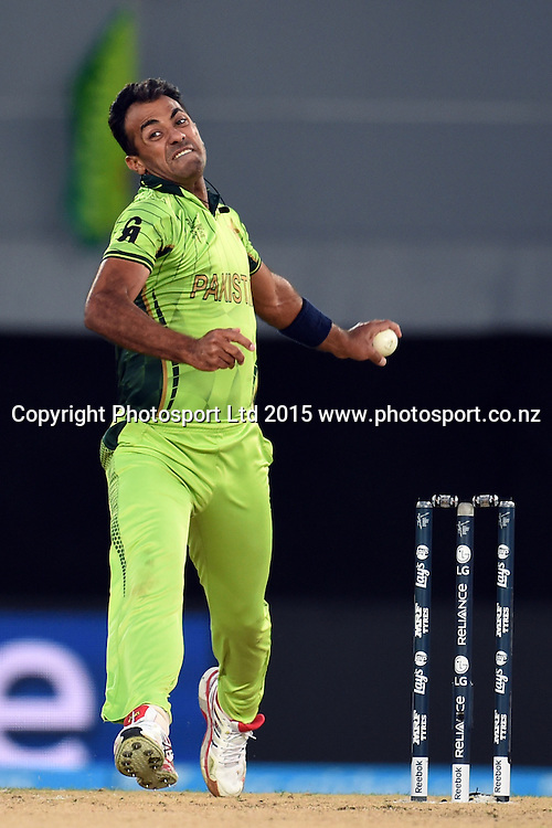 Pakistan bowler Wahab Riaz into his delivery stride during the ICC Cricket World Cup match between Pakistan and South Africa at Eden Park in Auckland, New Zealand. Saturday 07 March 2015. Copyright Photo: Raghavan Venugopal / www.photosport.co.nz