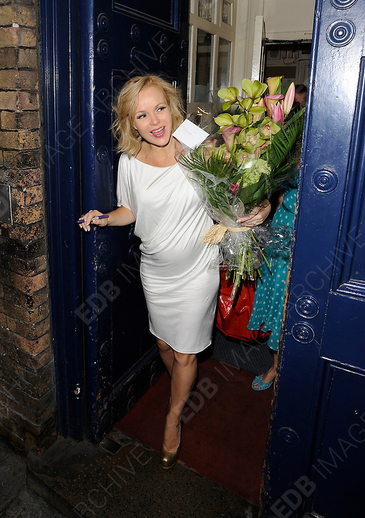 03.OCTOBER.2011. LONDON<br /> <br /> AMANDA HOLDEN LEAVING THE THEATRE ROYAL AFTER HER PERFORMANCE IN SHREK THE MUSICAL IN LONDON<br /> <br /> BYLINE: EDBIMAGEARCHIVE.COM<br /> <br /> *THIS IMAGE IS STRICTLY FOR UK NEWSPAPERS AND MAGAZINES ONLY*<br /> *FOR WORLD WIDE SALES AND WEB USE PLEASE CONTACT EDBIMAGEARCHIVE - 0208 954 5968*