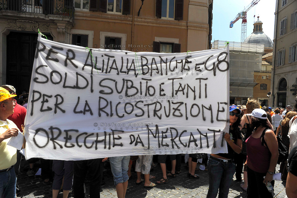 Roma 16 Giugno 2009.Manifestazione dei terremotati abruzzesi davanti la Camera dei  Deputati in Piazza Montecitorio,  per protestare contro le politiche del governo per la ricostruzione dei territori colpiti dal sisma. Demonstrators  during protest of homeless people from the L'Aquila region, which suffered a violent earthquake in April, to call the government to rebuild the city