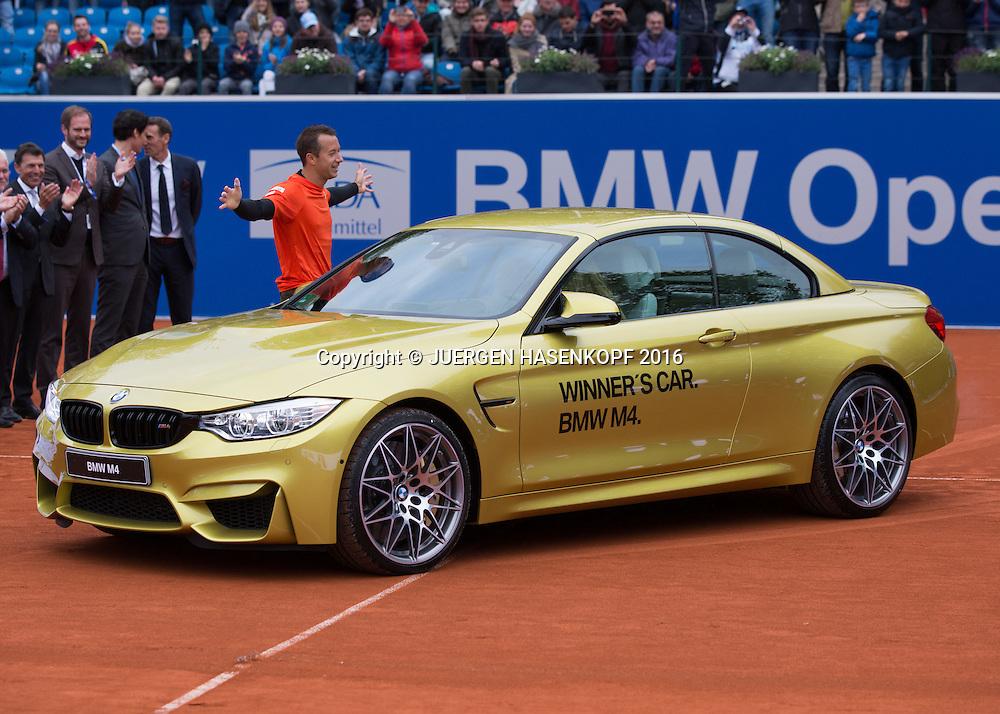 Sieger Philipp Kohlschreiber (GER) empfaengt sein Auto,Siegerehrung, Endspiel, Final<br /> <br /> Tennis - BMW Open2016 -  ATP  -  MTTC Iphitos - Munich - Bavaria - Germany  - 1 May 2016.