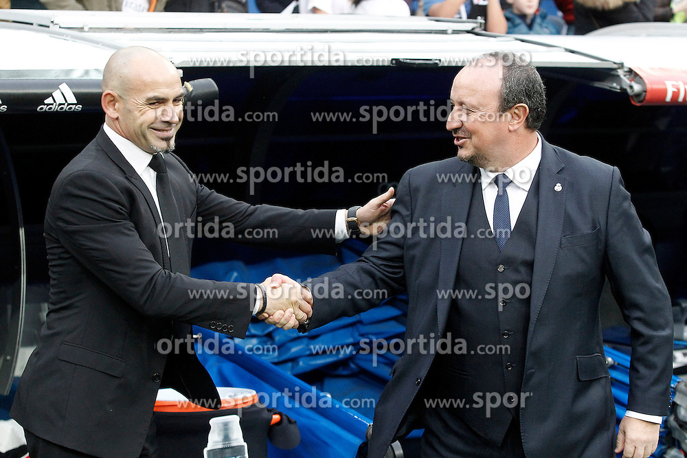 20.12.2015, Estadio Santiago Bernabeu, Madrid, ESP, Primera Division, Real Madrid vs Rayo Vallecano, 16. Runde, im Bild Real Madrid's coach Rafa Benitez (r) and Rayo Vallecano's coach Paco Jemez // during the Spanish Primera Division 16th round match between Real Madrid and Rayo Vallecano at the Estadio Santiago Bernabeu in Madrid, Spain on 2015/12/20. EXPA Pictures &copy; 2015, PhotoCredit: EXPA/ Alterphotos/ Acero<br /> <br /> *****ATTENTION - OUT of ESP, SUI*****