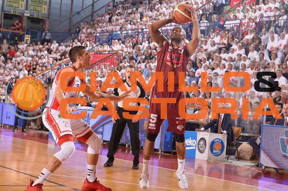 DESCRIZIONE : Reggio Emilia Lega A 2014-15 Grissin Bon Reggio Emilia - Umana Reyer Venezia playoff Semifinale gara 4 <br /> GIOCATORE : Phil Goss<br /> CATEGORIA : tiro<br /> SQUADRA : Umana Reyer Venezia<br /> EVENTO : LegaBasket Serie A Beko 2014/2015<br /> GARA : Grissin Bon Reggio Emilia - Umana Reyer Venezia playoff Semifinale gara 4<br /> DATA : 05/06/2015 <br /> SPORT : Pallacanestro <br /> AUTORE : Agenzia Ciamillo-Castoria / Richard Morgano<br /> Galleria : Lega Basket A 2014-2015 Fotonotizia : Reggio Emilia Lega A 2014-15 Grissin Bon Reggio Emilia - Umana Reyer Venezia playoff Semifinale gara 4  Predefinita :