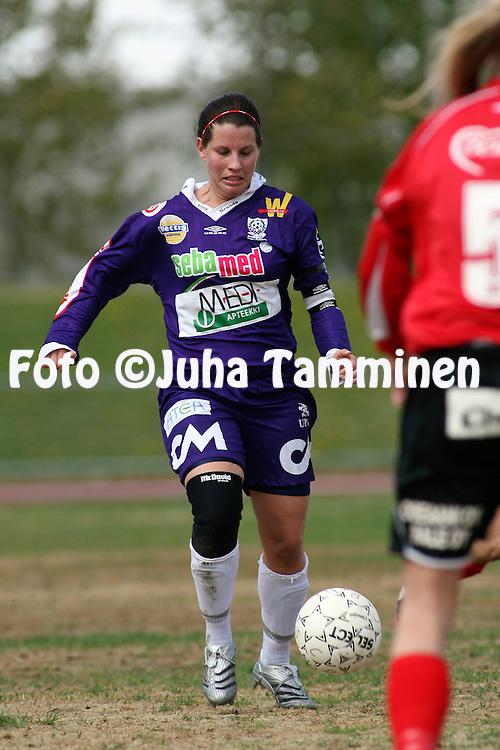 25.05.2006, Kerttula, Raisio, Finland..Naisten SM-sarja 2006.Sporting Club Raisio - FC United Pietarsaari.Petra Vaelma - United.©Juha Tamminen.....ARK:k