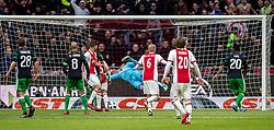21-01-2018 NED: AFC Ajax - Feyenoord, Amsterdam<br /> Ajax was met 2-0 te sterk voor Feyenoord / Brad Jones #25 of Feyenoordziet dat Klaas Jan Huntelaar #9 of AFC Ajax de 2-0 scoort