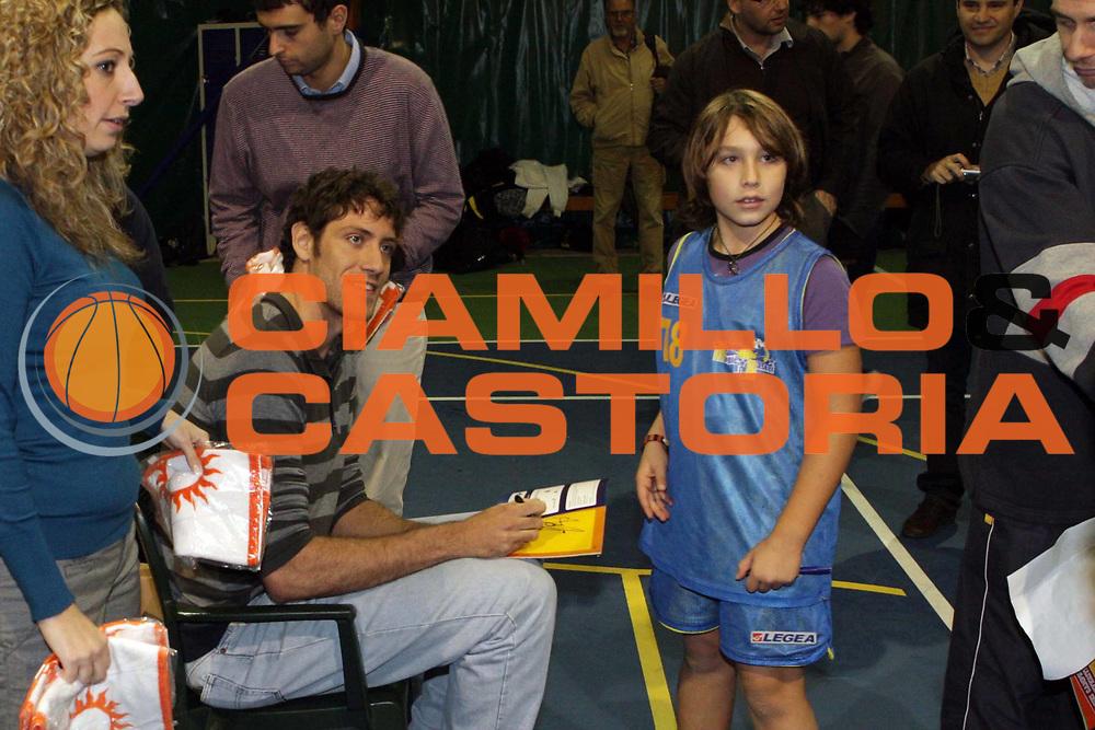 DESCRIZIONE : Roma Lega A 2009-10 Angelo Gigli in visita alle societa di minibasket di Palocco<br /> GIOCATORE : Angelo Gigli<br /> SQUADRA : Lottomatica Virtus Roma<br /> EVENTO : Campionato Lega A 2009-2010 <br /> GARA :<br /> DATA : 25/11/2009<br /> CATEGORIA : ritratto<br /> SPORT : Pallacanestro <br /> AUTORE : Agenzia Ciamillo-Castoria/G.Ciamillo<br /> Galleria : Lega Basket A 2009-2010 <br /> Fotonotizia : Roma Campionato Italiano Lega A 2009-2010 Angelo Gigli in visita alle societa di minibasket di Palocco<br /> Predefinita :