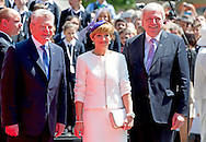 25-6-2015 FRANKFURT  - Britain's Queen Elizabeth II and her husband Prince Philip, The Duke of Edinburgh with German President Joachim Gauck (R) and partner of the German President Daniela Schadt (L) as they arrive at .COPYRIGHT