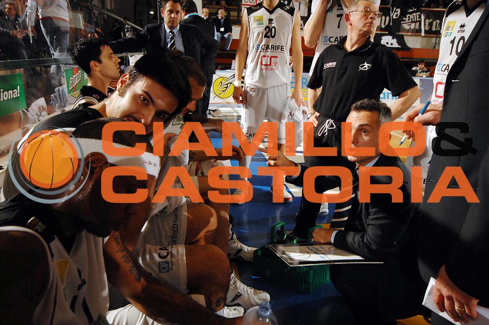 DESCRIZIONE : Ferrara Lega A2 2007-08 Final Four Coppa Italia Carife Ferrara Banco di Sardegna Sassari <br /> GIOCATORE : Team Ferrara Giorgio Valli <br /> SQUADRA : Carife Ferrara<br /> EVENTO : Campionato Lega A2 2007-2008 <br /> GARA : Carife Ferrara Banco di Sardegna Sassari <br /> DATA : 01/03/2008 <br /> CATEGORIA : Timeout<br /> SPORT : Pallacanestro <br /> AUTORE : Agenzia Ciamillo-Castoria/M.Gregolin