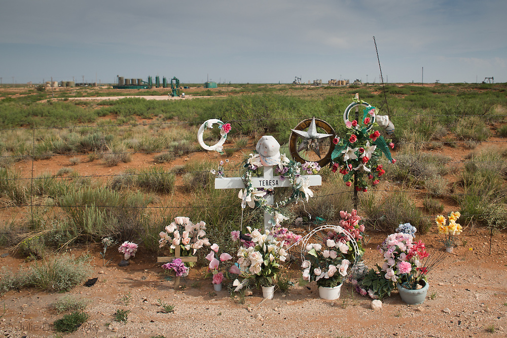 Roadside memorial in Eddy County New Mexico where fracking industry installations go far as the eye can see. <br /> Eddy County's oil patch in the Permian Basin is experiencing an oil boom due to the fracking industry.