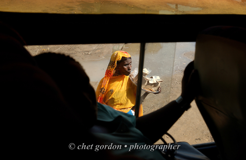 Street vendor offers her goods to bus passengers in Lamu, Kenya on Sunday, May 14, 2006.