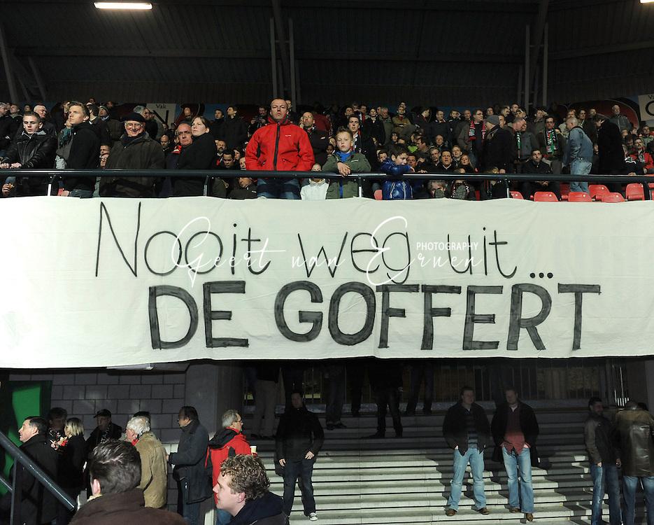 21-03-09 Voetbal:NEC Nijmegen:Willem II:Nijmegen<br /> Spandoek van de supporters over de plannen voor een nieuw stadion<br /> Nooit weg uit De Goffert<br /> Foto: Geert van Erven
